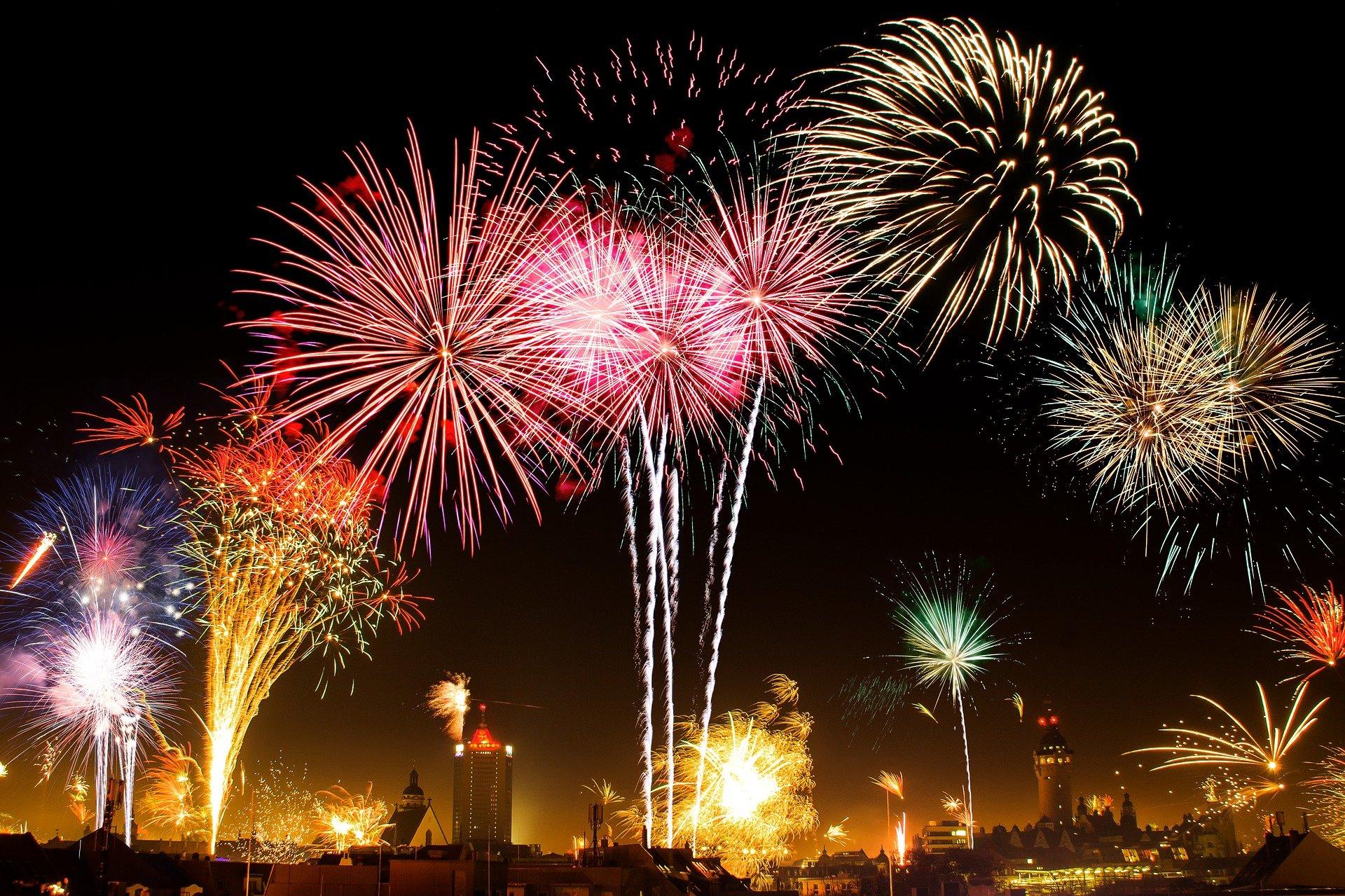 fireworks-1953253_1920-1