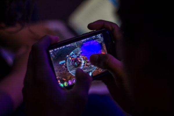 vainglory-mobile-gaming-stock_21585664389-custom